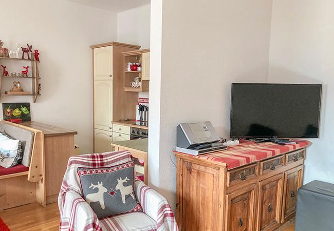 TV, DVD, Speakers